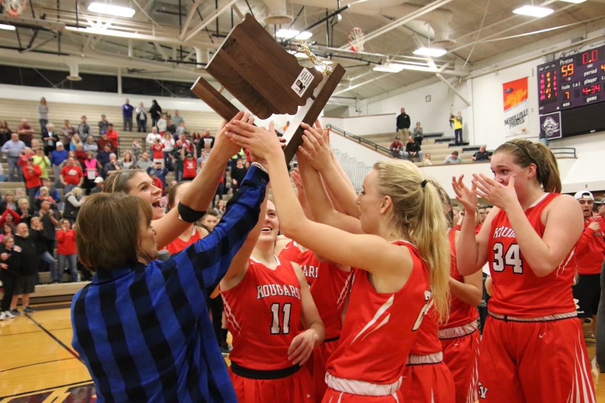 Kankakee Kougars clinch sectional trophy with game-winning shot
