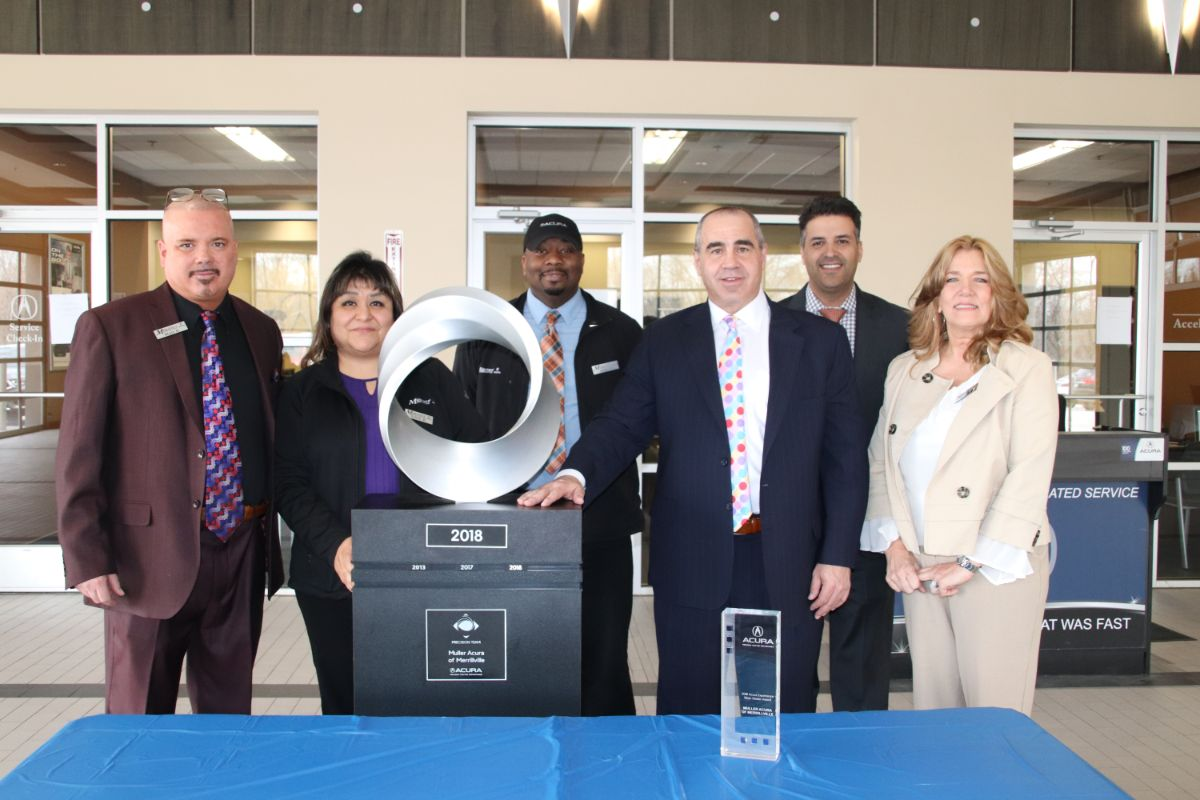 Muller Acura of Merrillville celebrates best month in history with two key awards